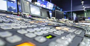 گفتار گوگل کلود (رونوشتهای ماشینی) در برابر زیرنویسهای انسانی برای اخبار تلویزیونی